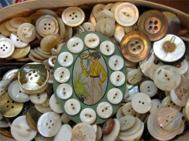 elegant-vintage-mother-of-pearl-buttons.png