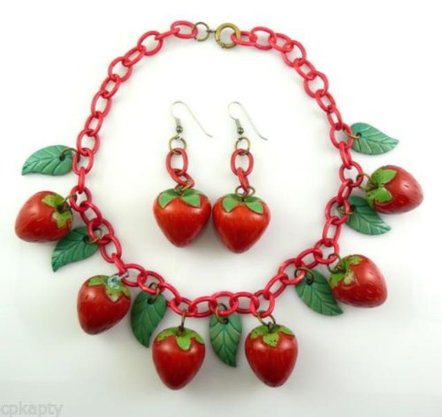 草莓 Bakelite 首飾