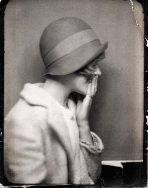 """1920 年代 """"Cloche"""" 鐘型帽"""