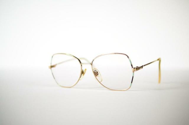 Kiss & Tell Vintage 售出的 vintage 眼鏡
