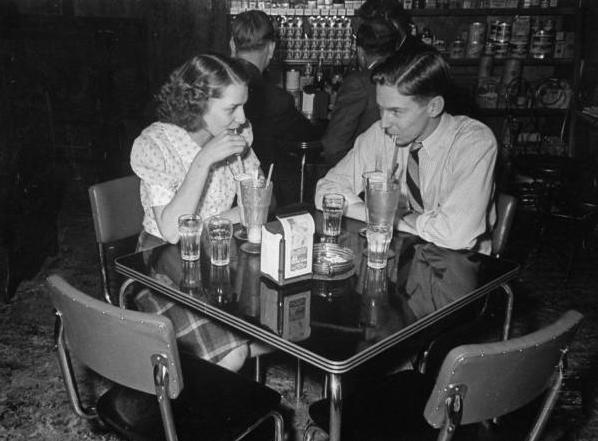 50 年代情侶約會