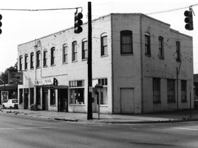當年 Tuxedo Junction 聽 jazz 跳舞的大樓(via Encyclopedia of Alabama)