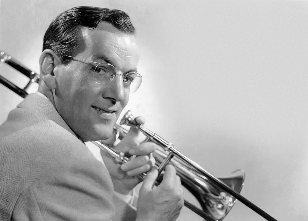 Glenn Miller, 1942( via   Wiki )