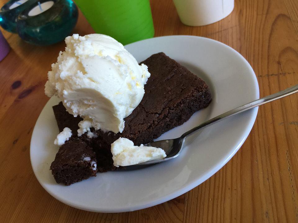 巧克力布朗尼 + 香草冰淇淋=舞者的精神糧食