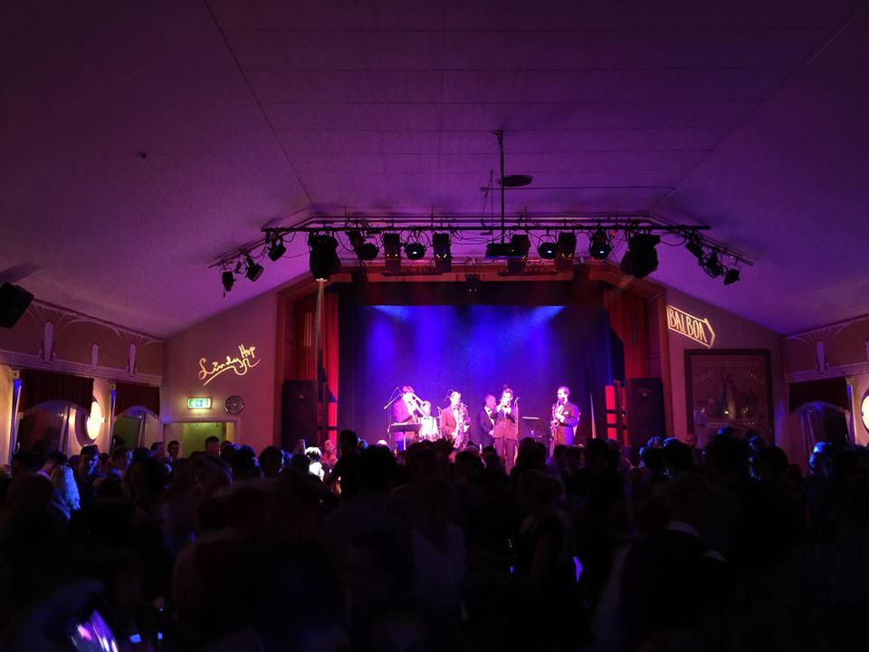 Ballroom 有現場演出時的 party