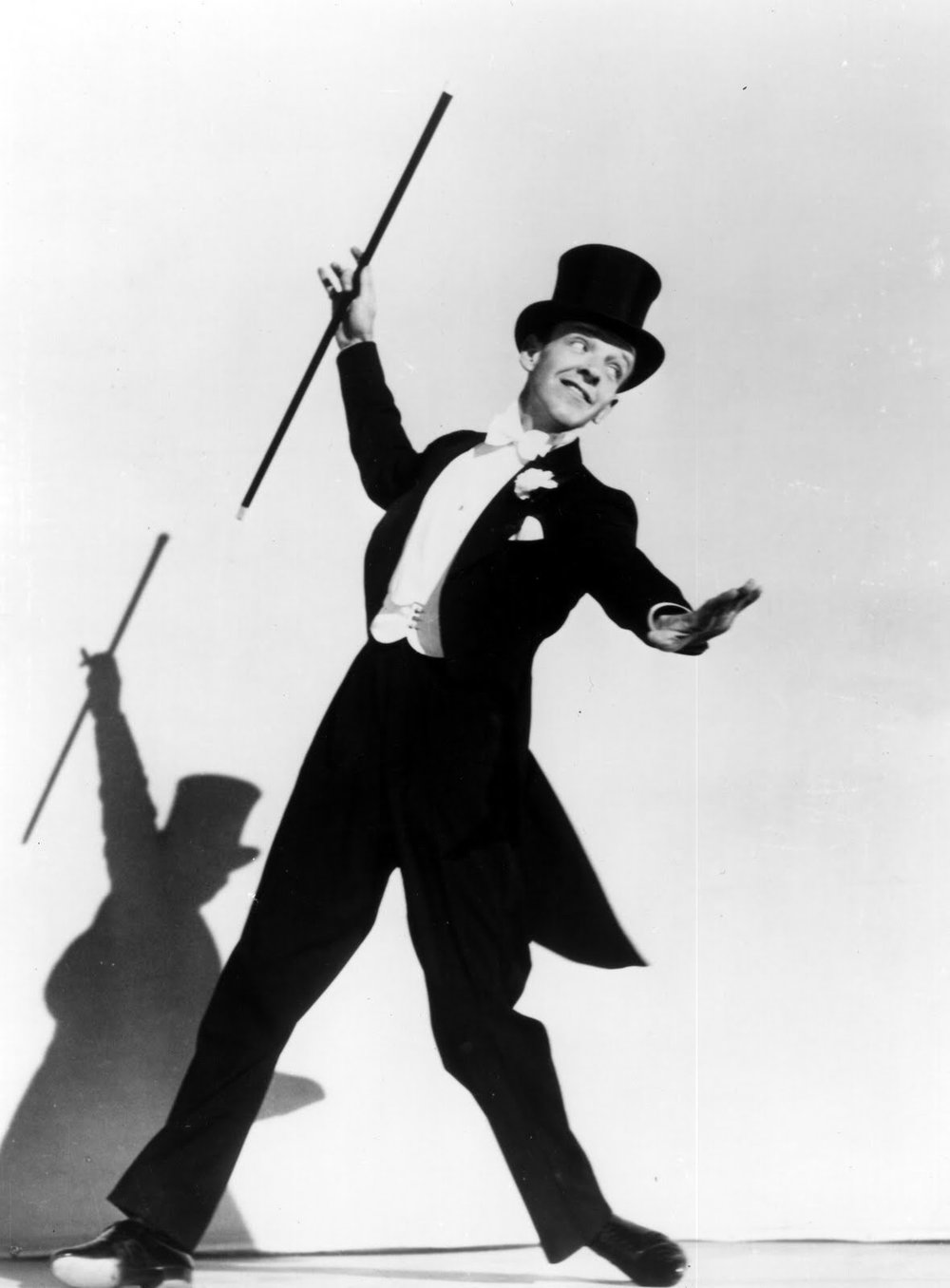 身著燕尾服的踢踏舞巨星 Fred Astaire( via :  Pinterest )