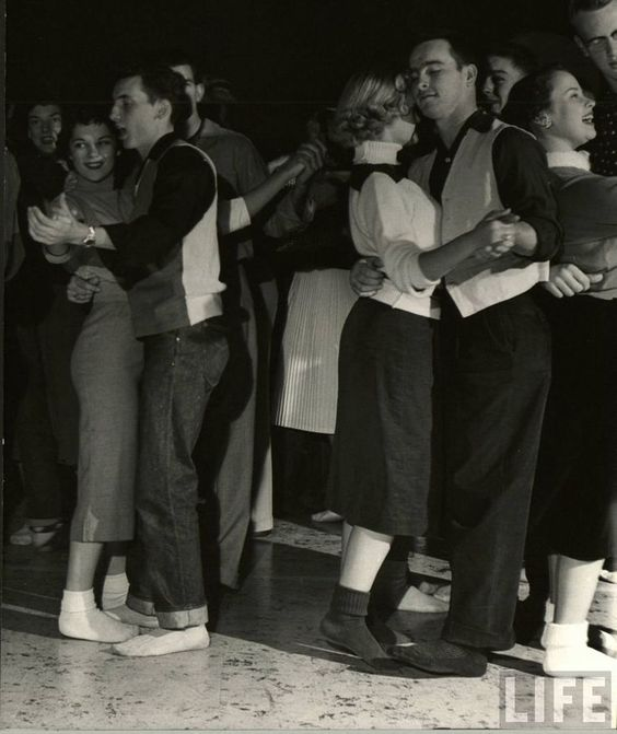 1950 年代的 Sock Hop( via : The Nifty Fifties )