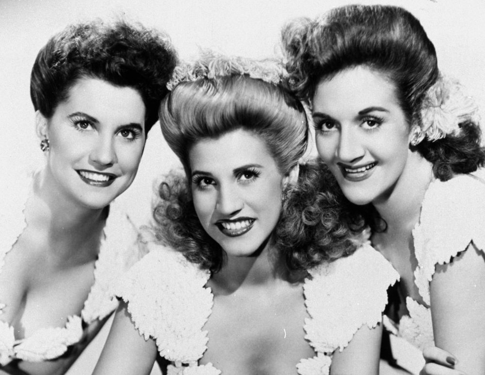 Swing 合唱界的姐妹花,The Andrew Sisters( via : The New York Times )