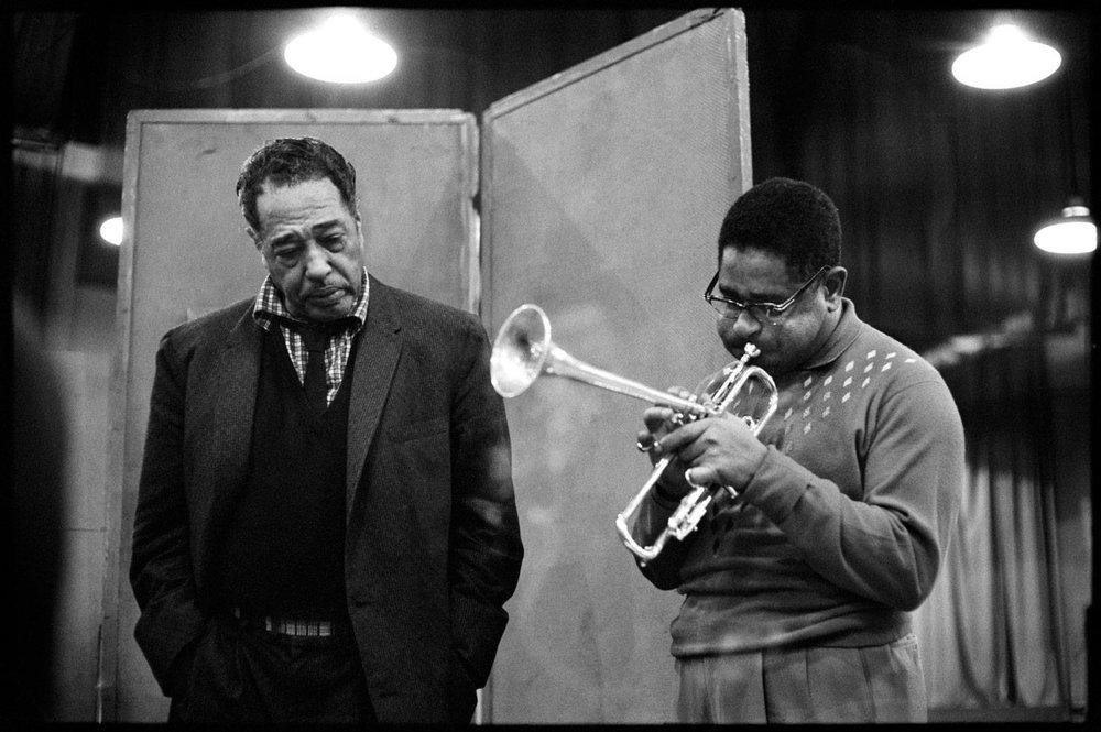 艾靈頓公爵與另一位爵士巨星,Dizzy Gillespie(via:  Morrison Hotel Gallery )