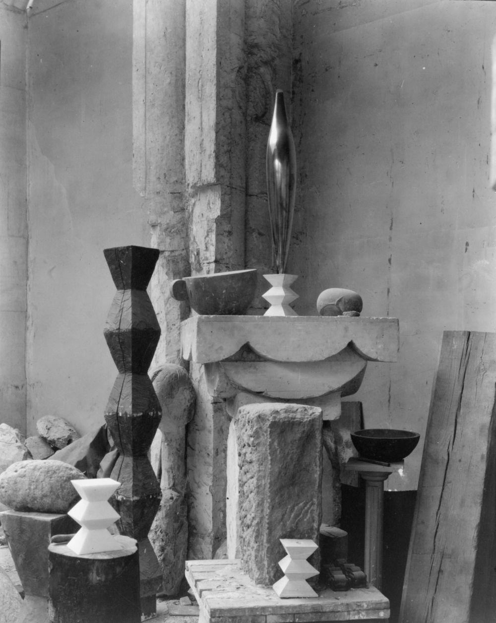Edward_Steichen_-_Brancusi's_studio,_1920.jpeg