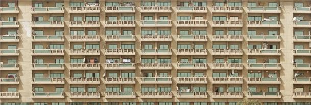 Fotografia: Michael (Black) Ritter License:CC0 License Url: https://www.pexels.com/photo/dubai-balconies-cityscape-city-challenge-41506/