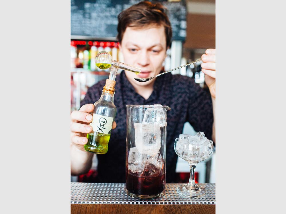 iceland_bartender.jpg