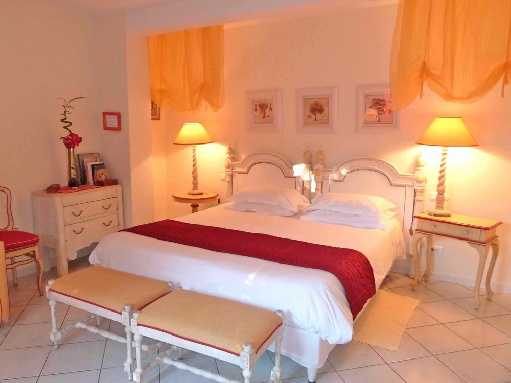 Chambre à grand lit ou 2 lits séparables/ double room with twins beds or large bed