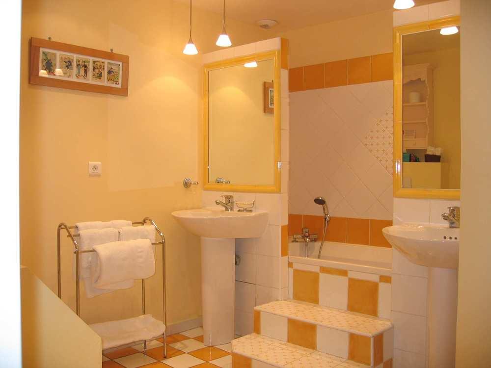 Salle de bains Lerins avec baignoire