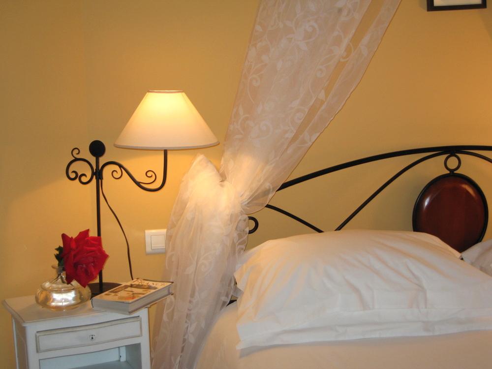 Tête de lit de la chambre Manosque1