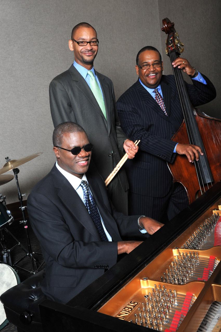 Trio-2011d.jpg