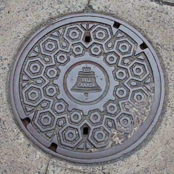 480px-Montreal_Manhole_Cover_Bell.jpg