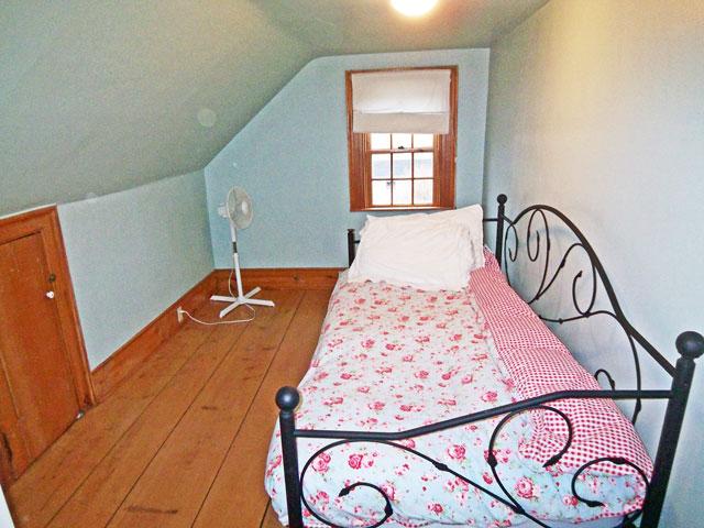 640-bedroom-2.jpg