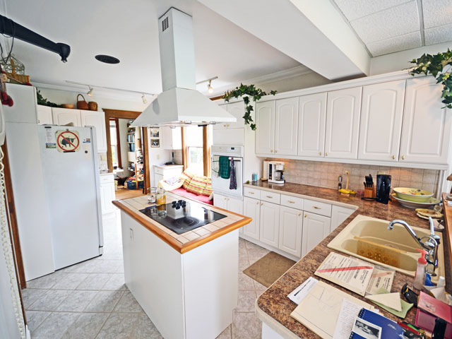 640-Kitchen - Copy.jpg