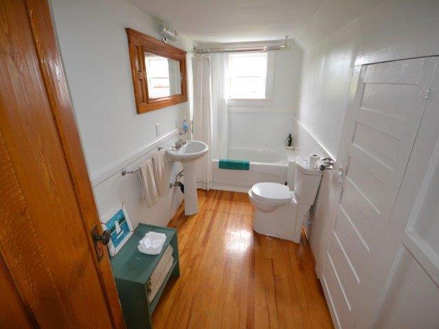640-Bathroom.jpg