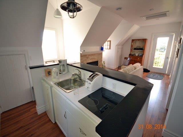 640-kitchen island.jpg