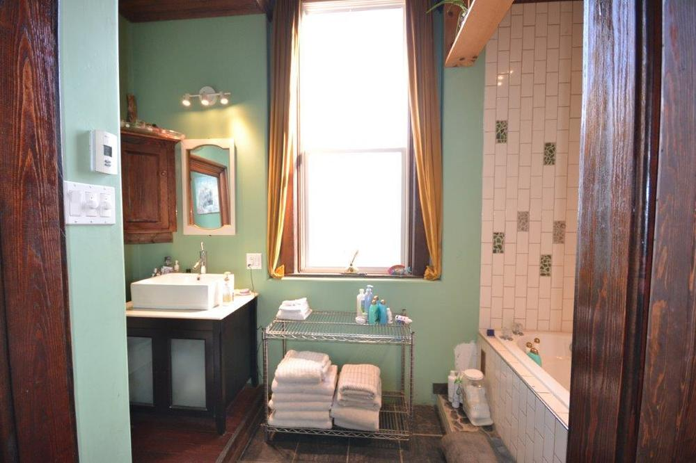 Main Bathroom - 2.jpg