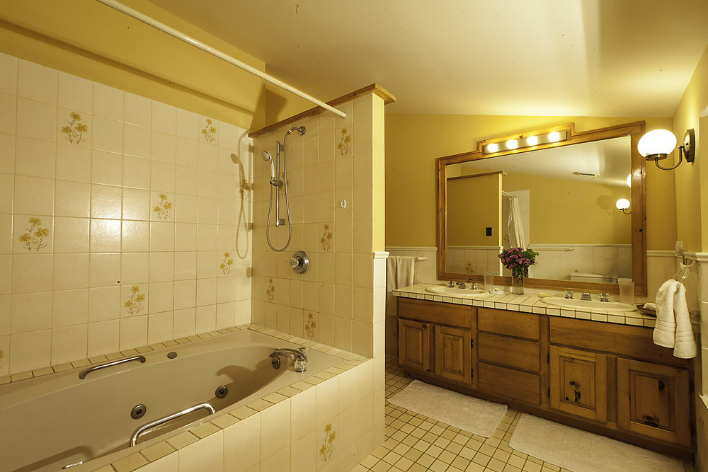 IMG_5309-Upstairs_Bathroom-2.jpg
