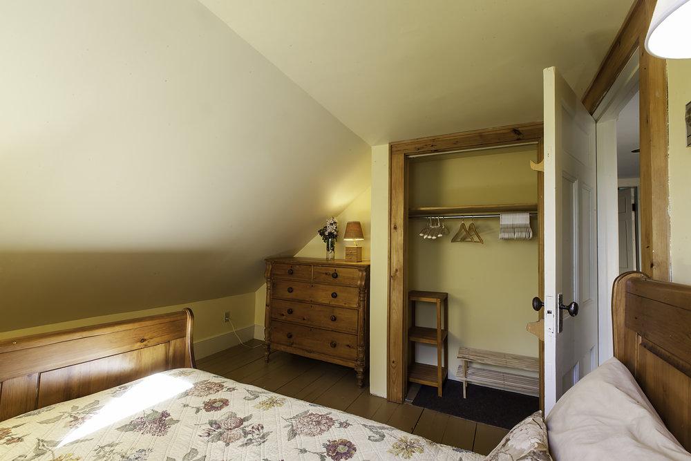 IMG_5539-Small_Bedroom-2.jpg
