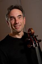 Cellist David Rezits