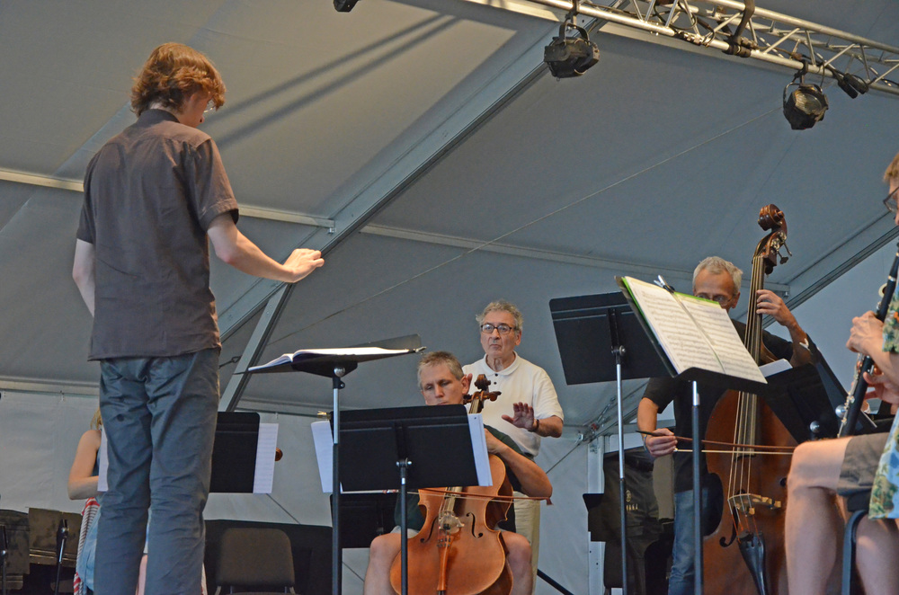 Fedor Ouspensky conducts the Wintergreen Festival Artists in a public masterclass - under the watchful eye of Victor Yampolsky. Photo credit: John Taylor