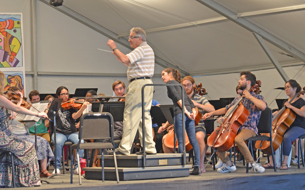 Victor Yampolsky demonstrates excellent conducting technique for one of the 2016 Conductors' Summit students.