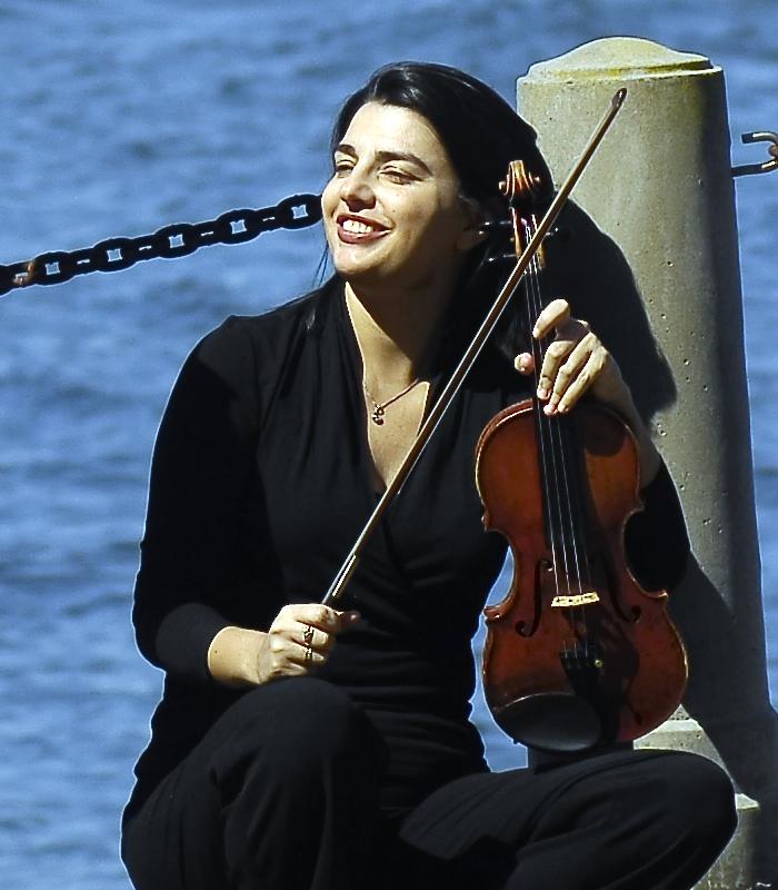 Milene Moreira, violin
