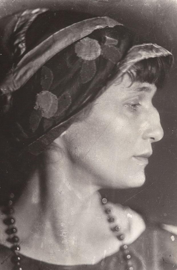 Anna Akhmatova by Moisei Nappelbaum, 1926    © Nappelbaum Estate