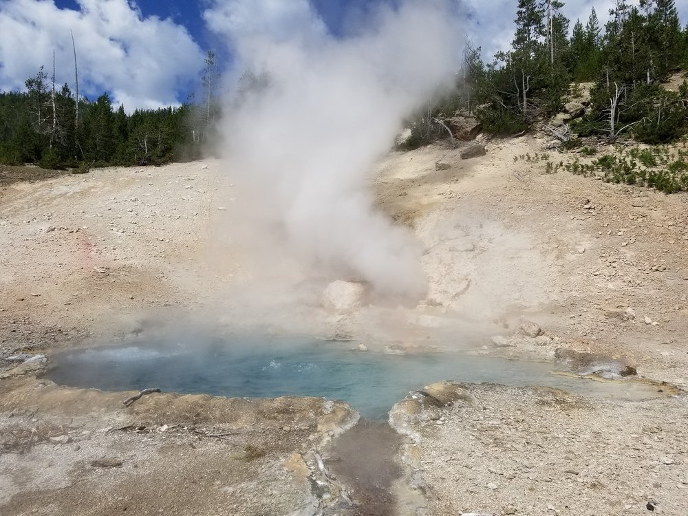 Yellowstone Geyeser.jpg