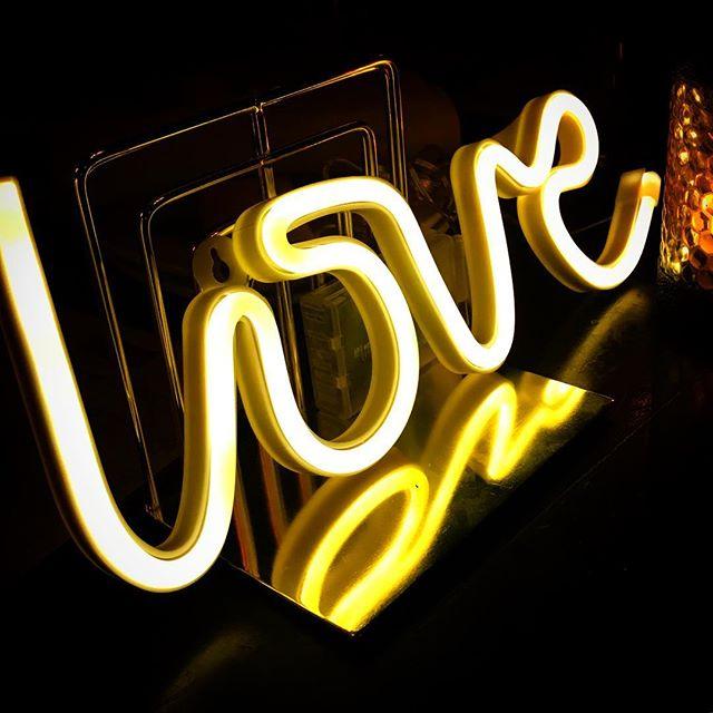 💛💛💛 @luckydayeventsco always bringing the love 💁🏼♂️ #afterparties #weddingplanner #ocweddings #love #neon #instagay #theknot