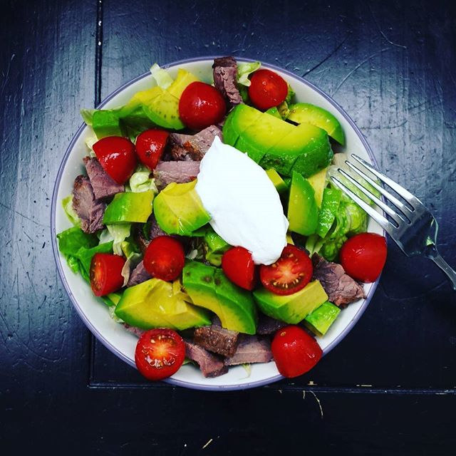 Romaine, butter lettuce, grilled steak, avocado, tomato, lime juice, sour cream. #ketomeals #lowcarb #highfat #ketodiet #ketocarole #redmeatisgoodforyou