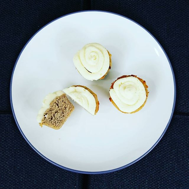 Pumpkin spice cupcakes with cream cheese frosting for my Ultimate Bacon Party Packet - did you order yours yet? #lchf #ketodiet #highfat #pumpkinspice