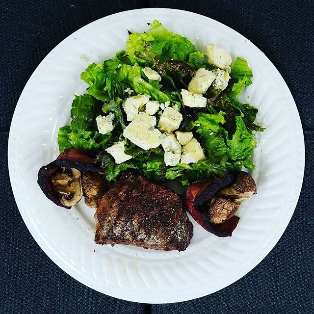 Steak, bacon wrapped mushrooms, greens, blue cheese #lowcarblifestyle #ketogenicdiet #weightlossjourney #energydiet