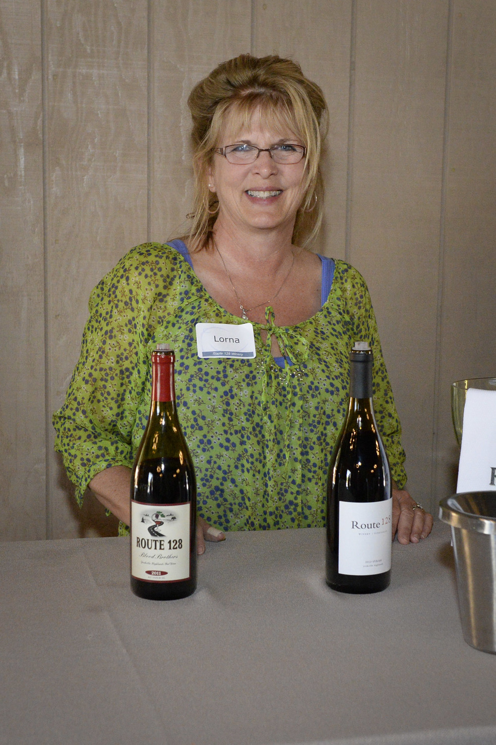 Route 128 winery pouring at The Highlands Estate