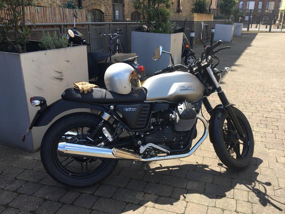 Casual snob - Moto Guzzi V7 II as arrived - no modifications.jpg