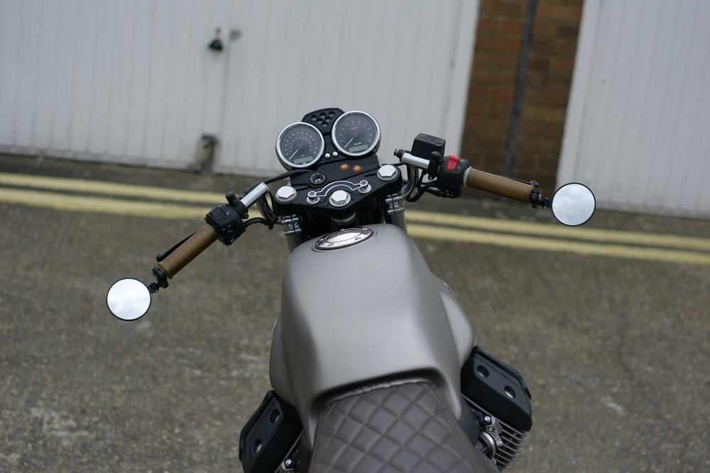 Casual snob -  Moto Guzzi V7 II d5.JPG