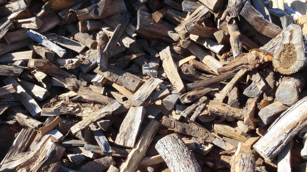 A slow burning hardwood. Great for both cooking and heating.
