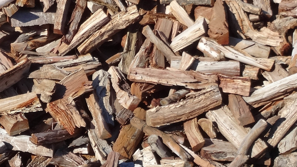 A medium hardwood, great for long burning fires. Not a recommended cooking fuel.