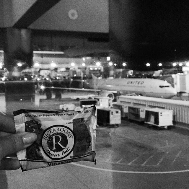 Midnight snack. United is holding us hostage at DIA. Thankfully I had something to look forward to. #rickaroon #megaroon #rickarooning #midnightsnack #weweresupposedtoleaveat7:30 #nowmidnight