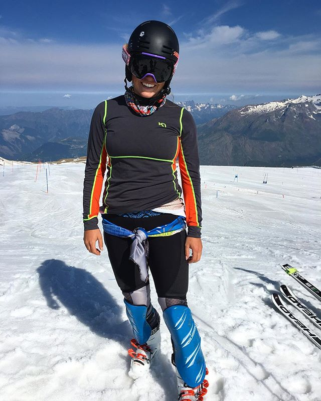 Enjoying my time here on the Les Deux Alpes glacier. Crushing the slalom and getting excited for college! Thanks @syncperformancefirst for letting me test out these super sweet shorts!! #glacierskiing  #slalombaby @karitraa