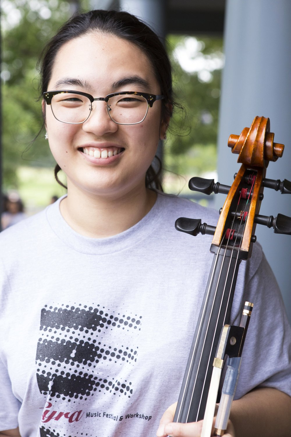 Cellist, Dayoung Park Originally from Korea, Ms. Park moved to the United States to pursue her musical interests. She now lives in New Jersey and studies with Julia Kang.  She participated in the 2016 Lyra Music Festival and Workshop as a Lyra Young Artist.