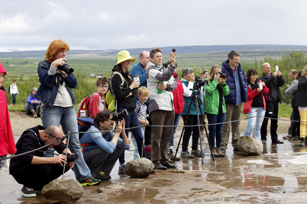 Geysir-Waiting.jpg