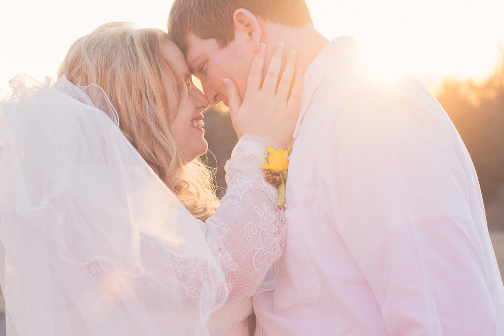 bride_groom_sunset_kiss