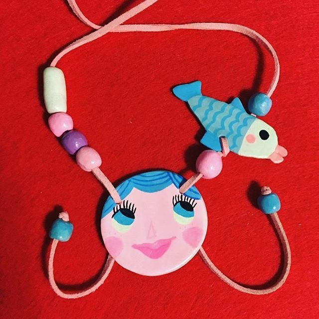 Deepsea. mon petite fluors #jewelry#necklace #handmade #accessories #illustration #design #unique #accesorios #diseño #kidaccesories #kidsfashion #ciodesignlab #collar #ilustracion #디자인 #일어스트 #목걸이디자인 #accesoriesdesign #diy #목걸이 #물고기 #핸드메이드 #ciodesignlab #sea #jewellerydesign #monpetitfluors #artcraft