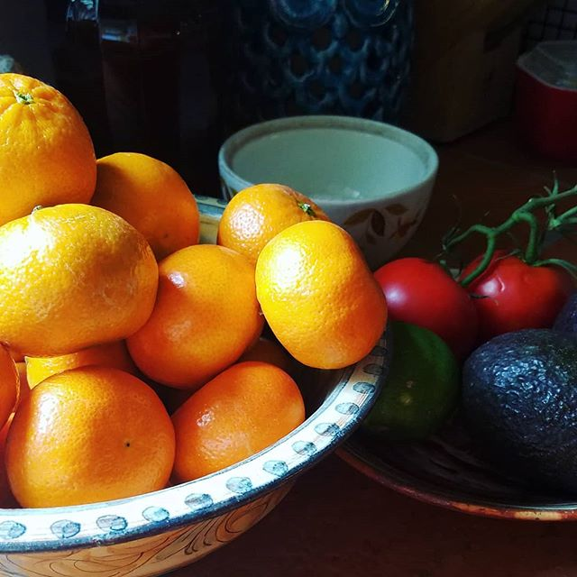 Kitchen still-life moment with mandarins. 🌈